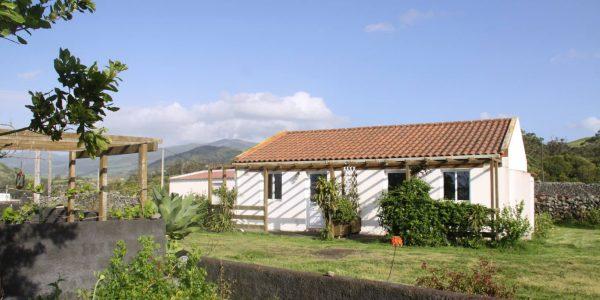 Kikis Azoren Ferienhaus und Blick auf Lago de Fogo